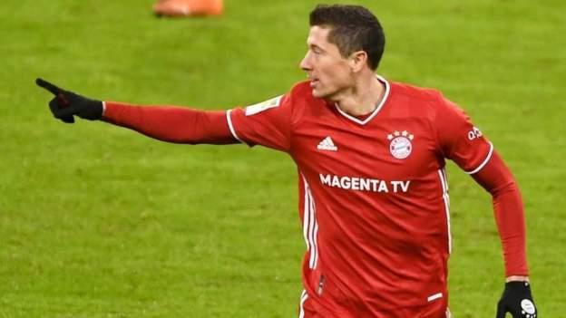 Lewandowski yayi nasarar cin kwallon shi ta 250 a gasar Bundlesliga yayin da Bayern Munich ta lallasa Wolfsburg 2-1