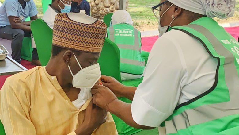 Hotuna:An yiwa Hadimin shugaban kasa, Bashir Ahmad Rigakafin Coronavirus/COVID-19