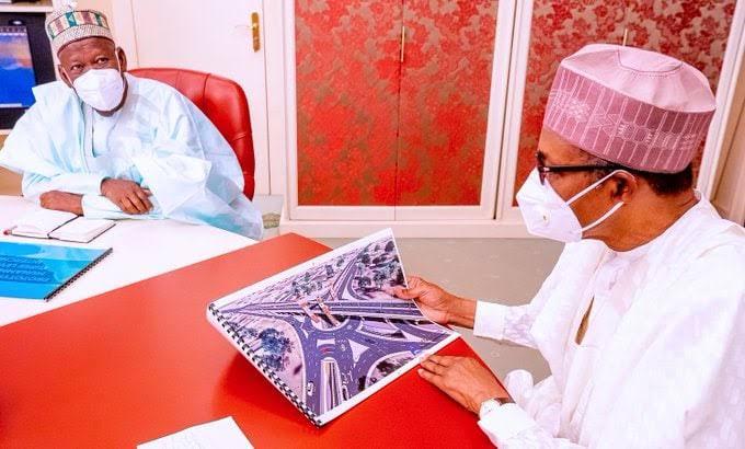 Shi kanshi Buhari bai fahimci zanen gadar da Gwamna Ganduje ya kai masa ba>>Kwankwaso