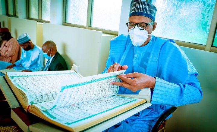 Hotunan Shugaba Buhari a wajan Tafsir a Fadarsa dake Abuja
