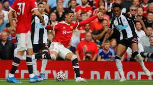 Cristiano Ronaldo ya zamo dan wasa na biyu mafi yawan shekaru a tarihin Firimiya daya ci kwallaye biyu a wasa, yayin da United ta lallasa Newcastle daci 4-1